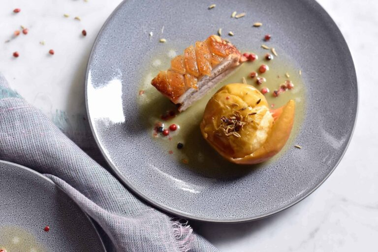 Roasted apples with fennel seeds and pork belly