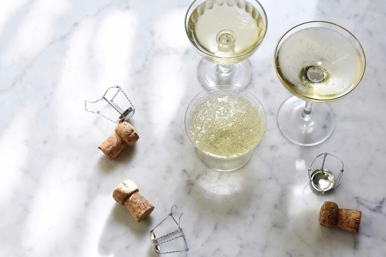 How to store, serve and drink champagne